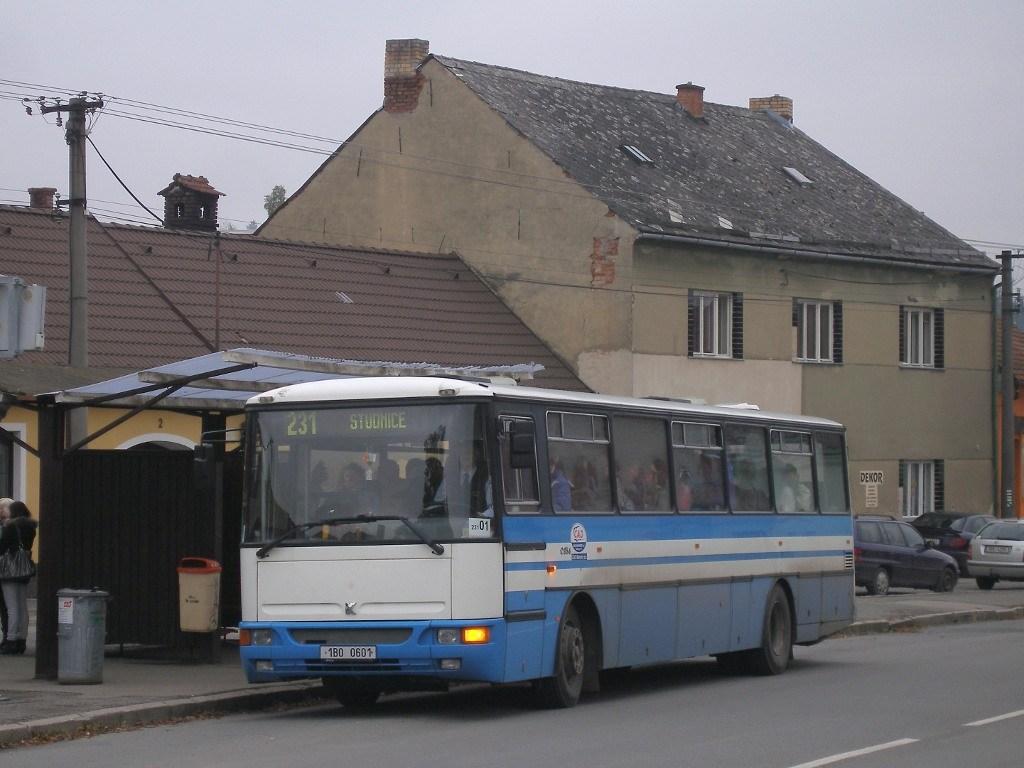 Fotogalerie » Karosa C954.1360 1B0 0601 | Jedovnice | Havlíčkovo náměstí | Jedovnice, náměstí