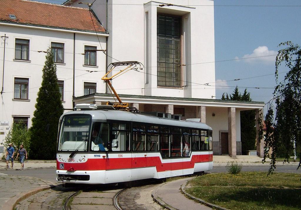 Fotogalerie » VarioLFR.E 1596 | Brno | Masarykova čtvrť | Náměstí míru | Náměstí Míru, smyčka