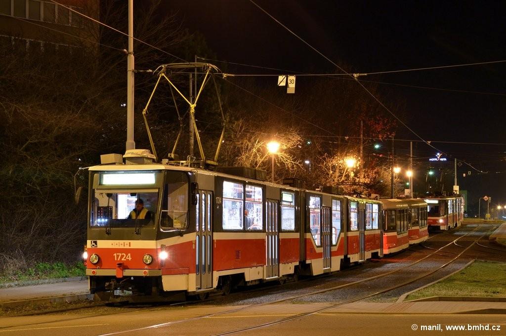 Fotogalerie » ČKD Tatra KT8D5R.N2 1724 | Pragoimex VV60LF 1303 | Pragoimex VV60LF 1301 | Brno | Medlánky | Hudcova | Vozovna Medlánky