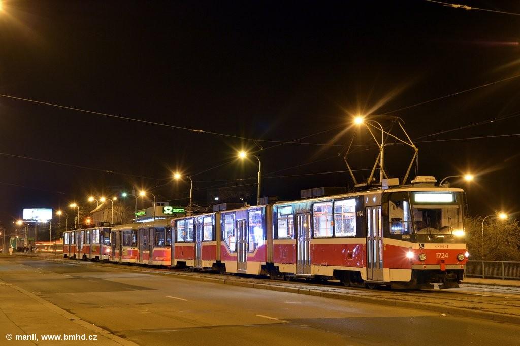 Fotogalerie » ČKD Tatra KT8D5R.N2 1724 | Pragoimex VV60LF 1303 | Pragoimex VV60LF 1301 | Brno | Královo Pole | Palackého třída