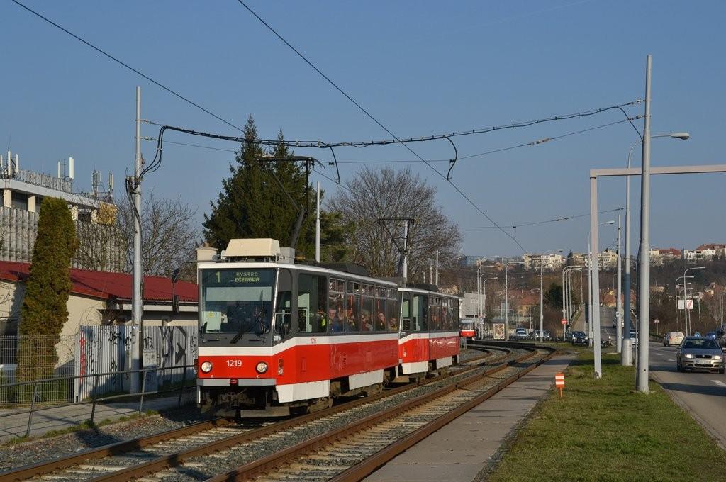 Fotogalerie » ČKD DS T6A5 1219 | ČKD DS T6A5 1220 | Brno | Žabovřesky | Kníničská