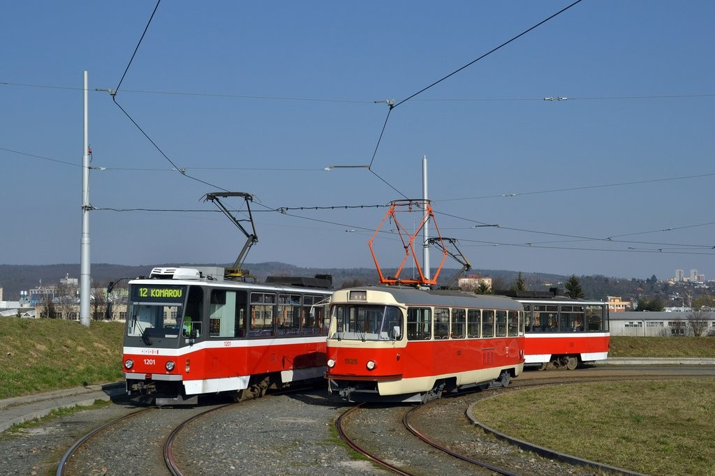 Fotogalerie » ČKD DS T6A5 1201 | ČKD Tatra T3 1525 | Brno | Medlánky | Purkyňova | Technologický park, smyčka