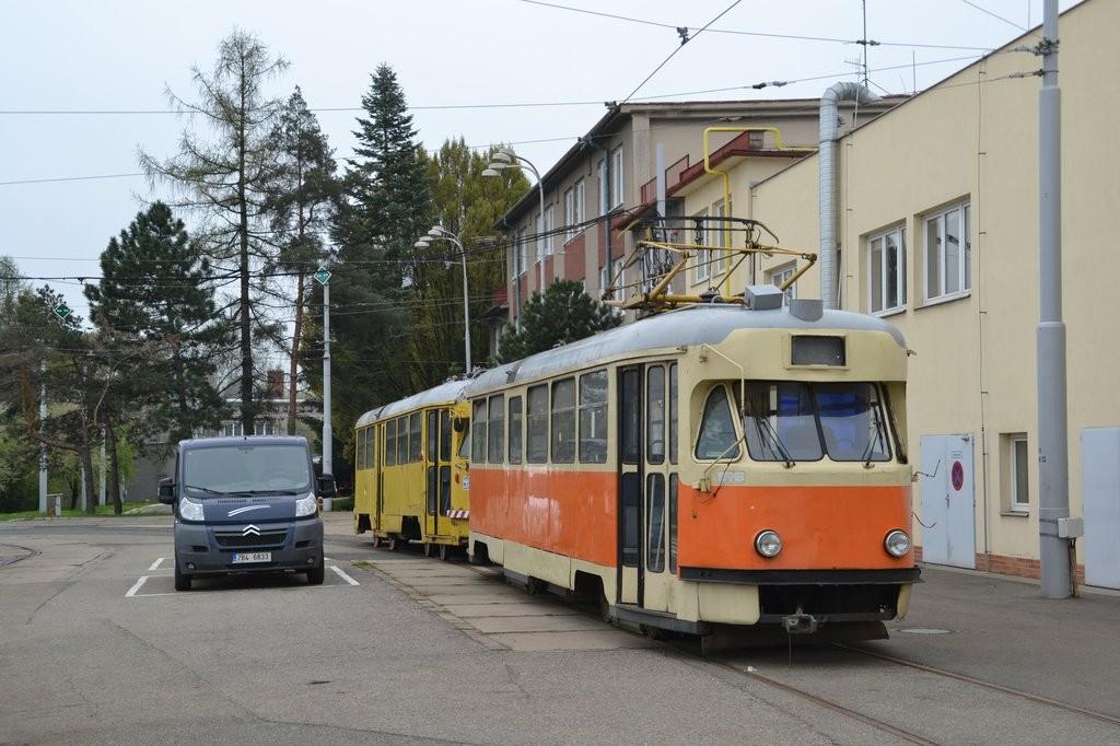 Fotogalerie » Tatra T2 služební 4121 | Tatra T2R 685 | Brno | Ústřední dílny