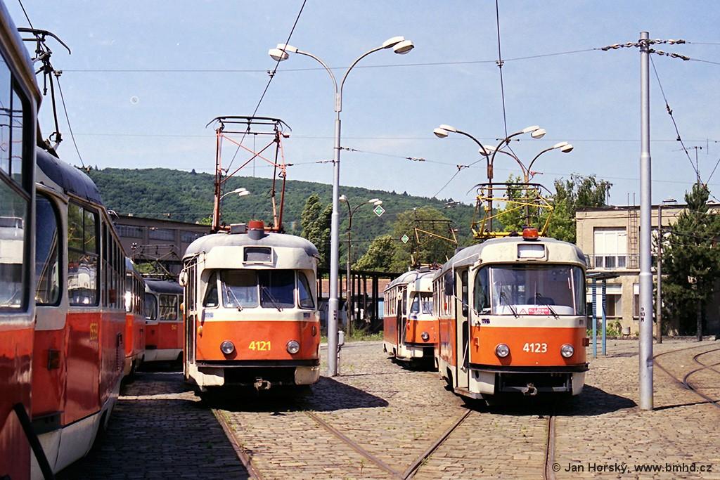 Fotogalerie » Tatra T2 služební 4121   ČKD Tatra T3 4123   Brno   Pisárky   Vozovna Pisárky