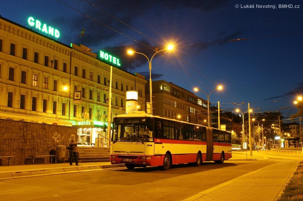 Fotogalerie » Karosa B961E.1970 6B4 4392 2376 | Brno | střed | Benešova | Hlavní nádraží, smyčka