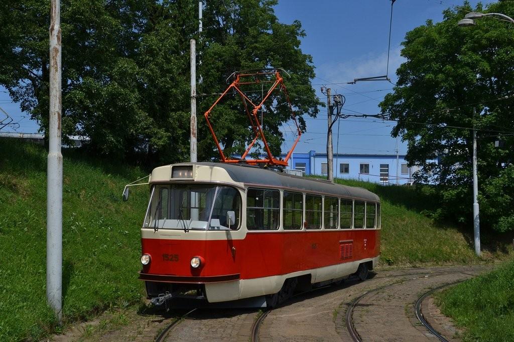 Fotogalerie » ČKD Tatra T3 1525   Brno   vozovna Medlánky