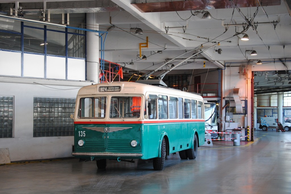 Fotogalerie » Škoda 6Tr2 135   Brno   Komín   vozovna Komín
