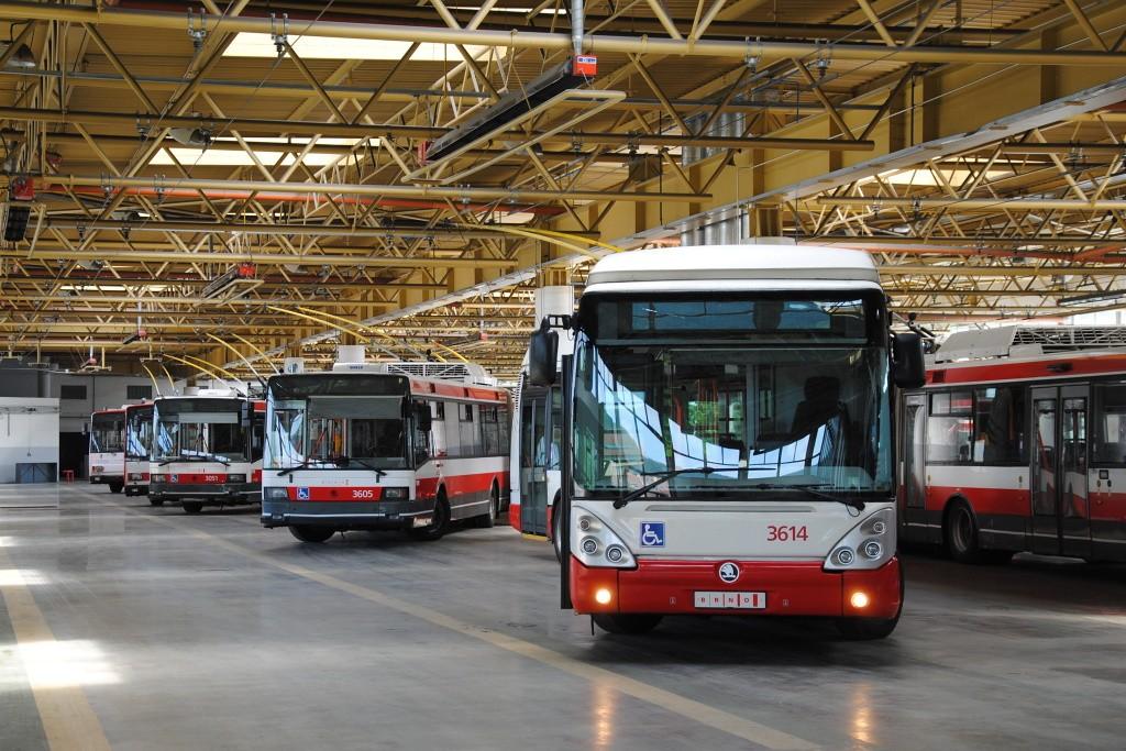 Fotogalerie » Škoda 25Tr Citelis 1B 3614 | Škoda 22Tr 3605 | Škoda 21Tr 3051 | Brno | Komín | vozovna Komín