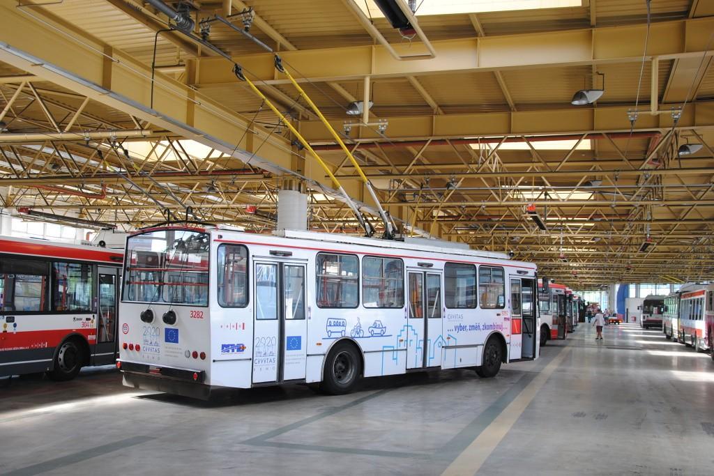 Fotogalerie » Škoda 14Tr17/6M 3282 | Brno | Komín | vozovna Komín
