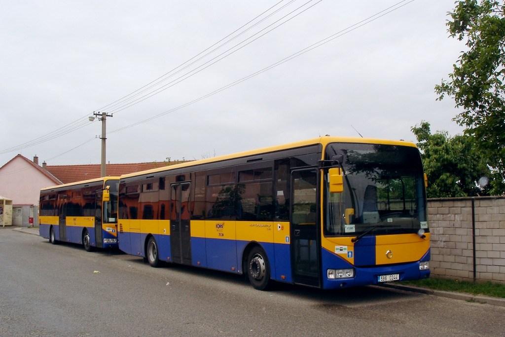 Fotogalerie » Irisbus Crossway LE 12M 5B6 0244 | Irisbus Crossway LE 12M 5B8 1859 | Lanžhot | náměstí | Lanžhot, autobusové nádraží