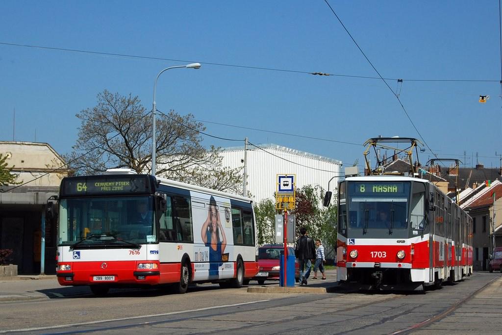 Fotogalerie » Irisbus Citybus 12M 2071.40 7616 | ČKD Tatra KT8D5R.N2 1703 | Brno | Židenice | Životského | Životského