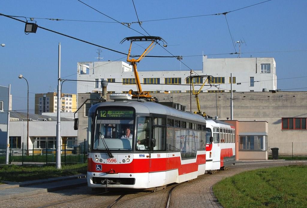 Fotogalerie » Pragoimex VarioLFR.E 1596   Pragoimex T3R.EV 1560   Brno   Medlánky   Purkyňova   Technologický park, smyčka