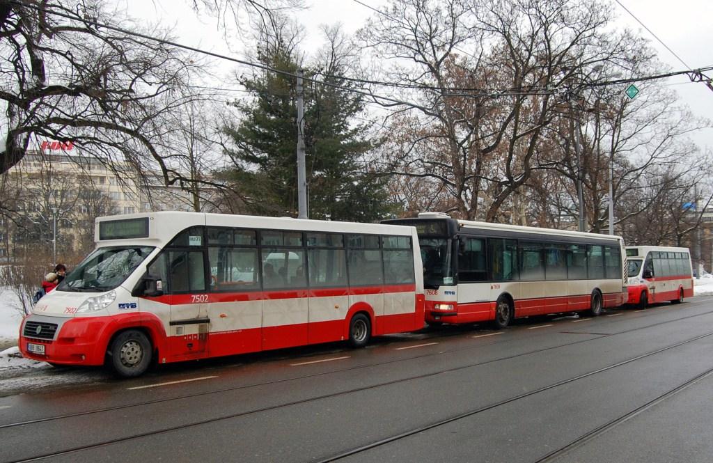 Fotogalerie » MAVE-Fiat CiBus ENA MAXI 7502 | Irisbus Citybus 12M 2071.20 7608 | MAVE-Fiat CiBus ENA MAXI 7501 | Brno | střed | Moravské náměstí | Moravské náměstí