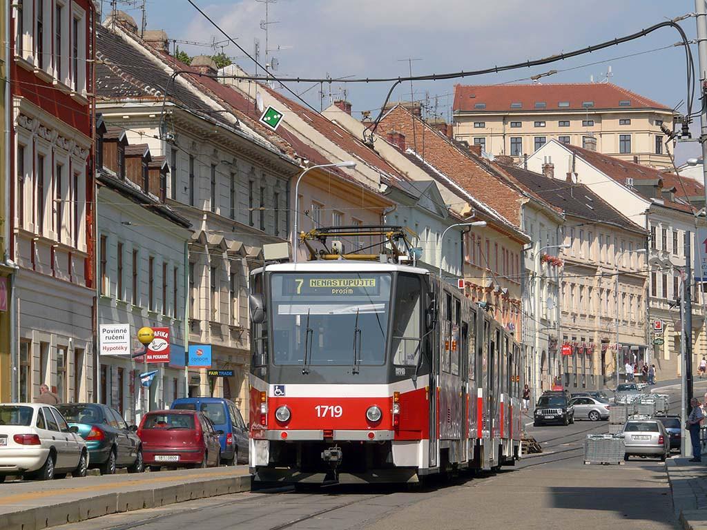 Fotogalerie » ČKD Tatra KT8D5R.N2 1719   Brno   Staré Brno   Pekařská   Šilingrovo náměstí