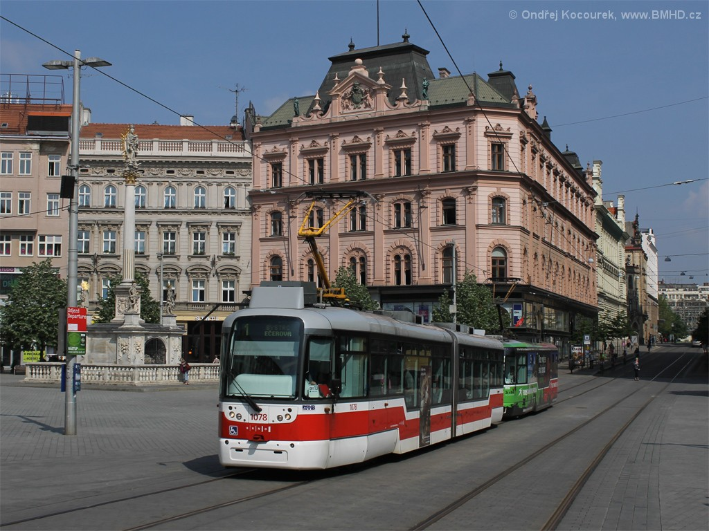 Fotogalerie » Pragoimex VarioLF2R.E 1078   Pragoimex VarioLFR.E 1586   Brno   střed   náměstí Svobody