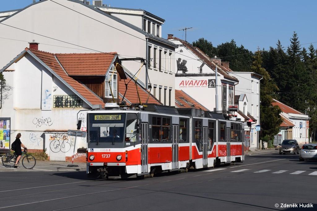 Fotogalerie » ČKD Tatra KT8D5R.N2 1737   Brno   Žabovřesky   Rosického náměstí