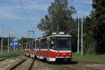 KT8D5 1728 na rozdělení tratí u ulice Ostravské; v tomto místě byly při letní výluce instalovány rychlostní výhybky