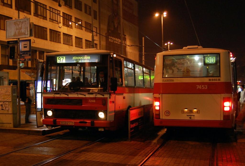 Fotogalerie » Karosa B732.20 BSB 61-11 7248 | Karosa B931E.1707 BSE 94-68 7453 | Brno | střed | Nádražní | Hlavní nádraží