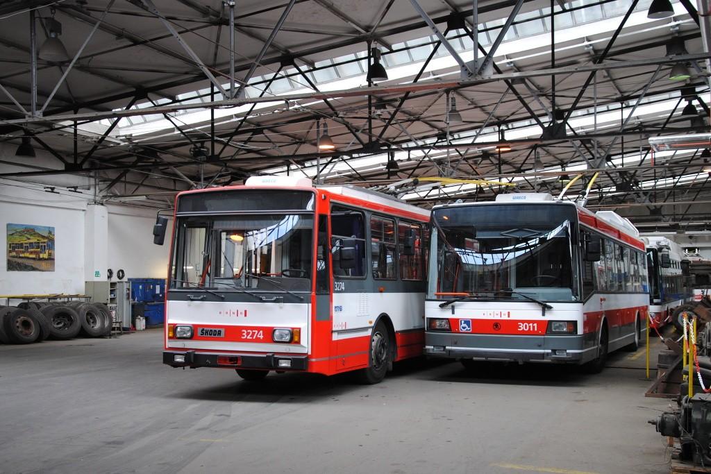 Fotogalerie » Škoda 14Tr17/6M 3274 | Škoda 21Tr 3011 | Brno | Husovice | vozovna Husovice