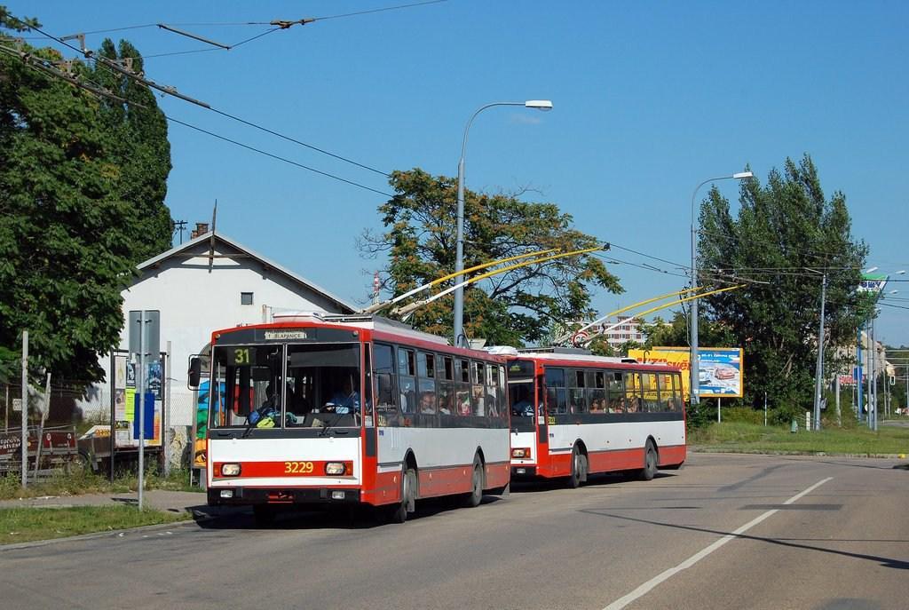 Fotogalerie » Škoda 14Tr08/6 3229   Škoda 14TrR 3222   Brno   Černovice   Olomoucká   Životského