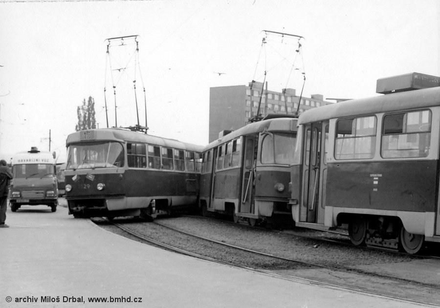 Fotogalerie » ČKD Tatra T3M 1565 | ČKD Tatra T3M 1580 | ČKD Tatra T3 1529 | Brno | Lesná | Lesná, smyčka