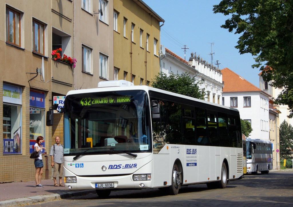 Fotogalerie » Irisbus Crossway LE 12M 4J0 6036 | Moravský Krumlov | náměstí TGM | Moravský Krumlov, náměstí