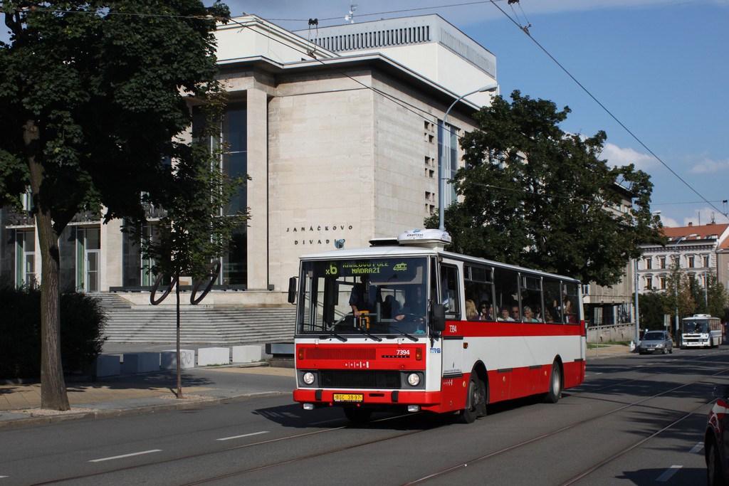 Fotogalerie » Karosa B732.1654.3 7394   Brno   střed   Rooseveltova   Janáčkovo divadlo