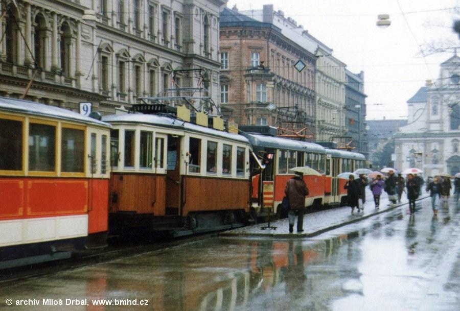 Fotogalerie » KPS Brno mv6.3 107 | Ringhoffer vv2.ringh 215 | ČKD T3M 1577 | ČKD T3M 1575 | Brno | střed | Joštova | Česká