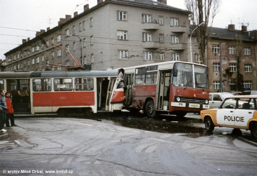 Fotogalerie » ČKD Tatra K2 1068 | Ikarus 280.08 2090 | Brno | Černá Pole | Lesnická