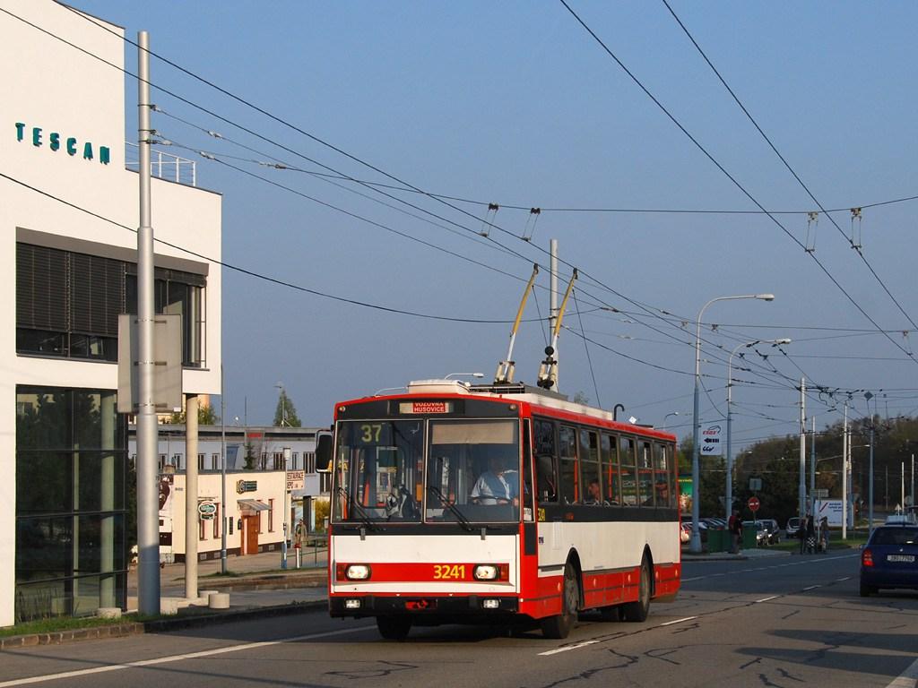 Fotogalerie » Škoda 14Tr10/6 3241 | Brno | Kohoutovice | Libušina třída