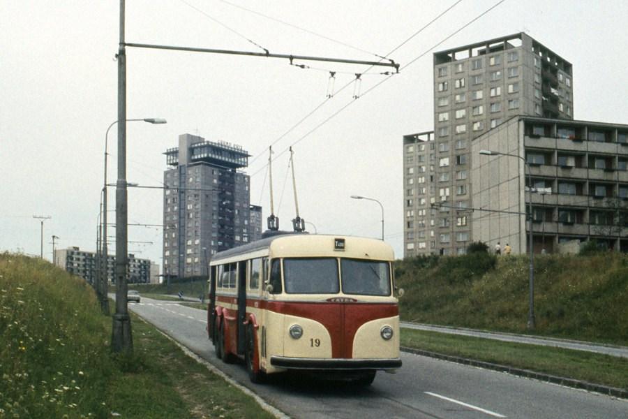 Fotogalerie » Tatra T400 19 | Brno | Kohoutovice | Libušina třída