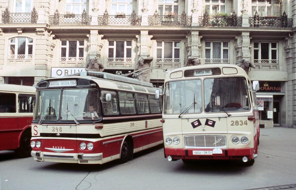 Fotogalerie » Škoda T11/0 248 | Karosa ŠM11.1630 2834 | Brno | střed | náměstí Svobody