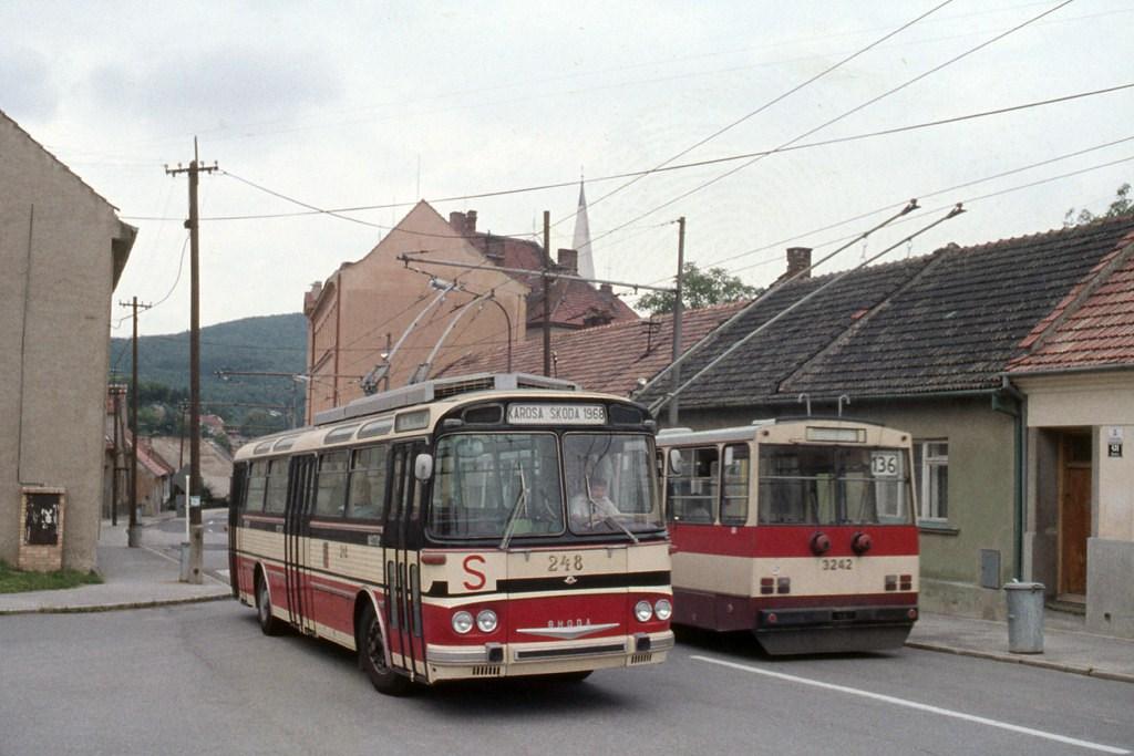 Fotogalerie » Škoda T11/0 248 | 14Tr10/6 3242 | Brno | Komín | Kristenova