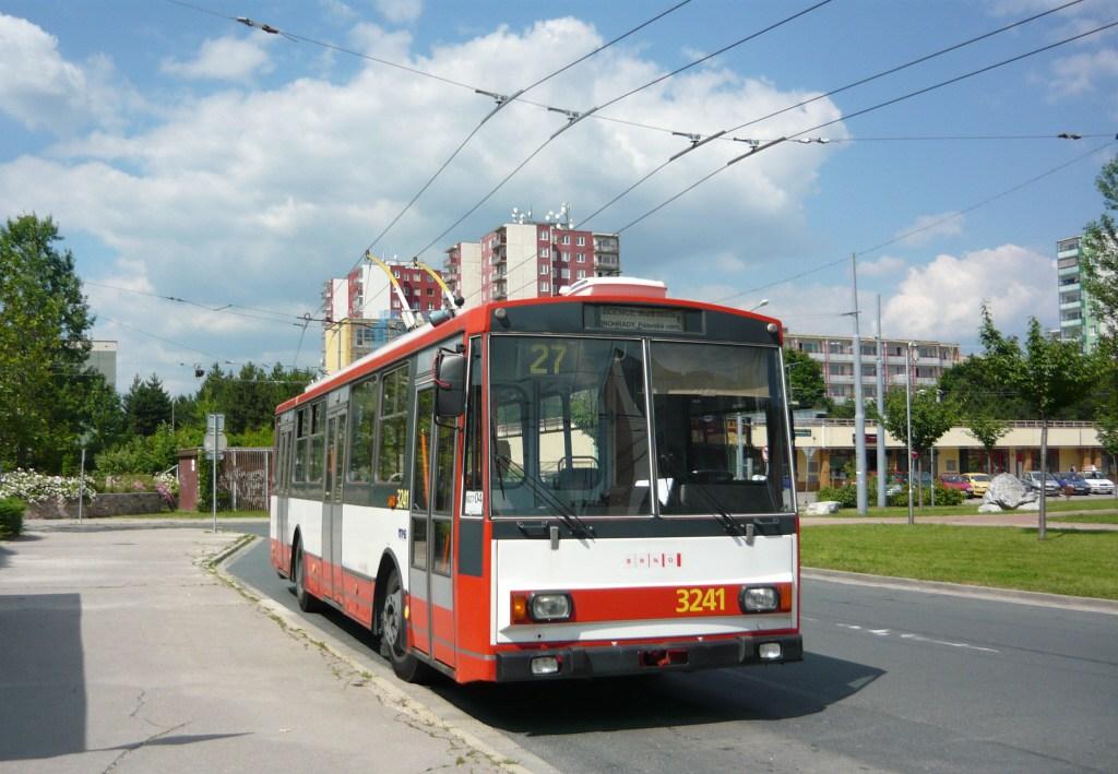 Fotogalerie » Škoda 14Tr10/6 3241   Brno   Vinohrady   Pálavské náměstí   Pálavské náměstí