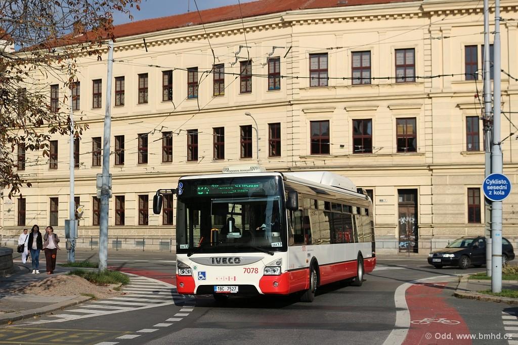 Fotogalerie » Iveco Urbanway 12M CNG 1BC 7527 7078 | Brno | Staré Brno | Mendlovo náměstí