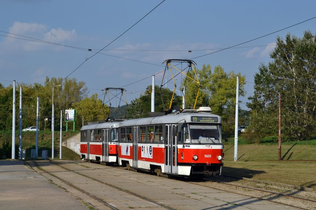 Fotogalerie » ČKD Tatra T3G 1605 | ČKD Tatra T3G 1617 | Brno | Bystrc | Rakovecká | Rakovecká, smyčka