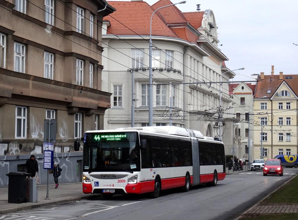 Fotogalerie » Iveco Urbanway 18M CNG 1BT 8129 2009 | Brno | Královo Pole | Slovanské náměstí | Slovanské náměstí