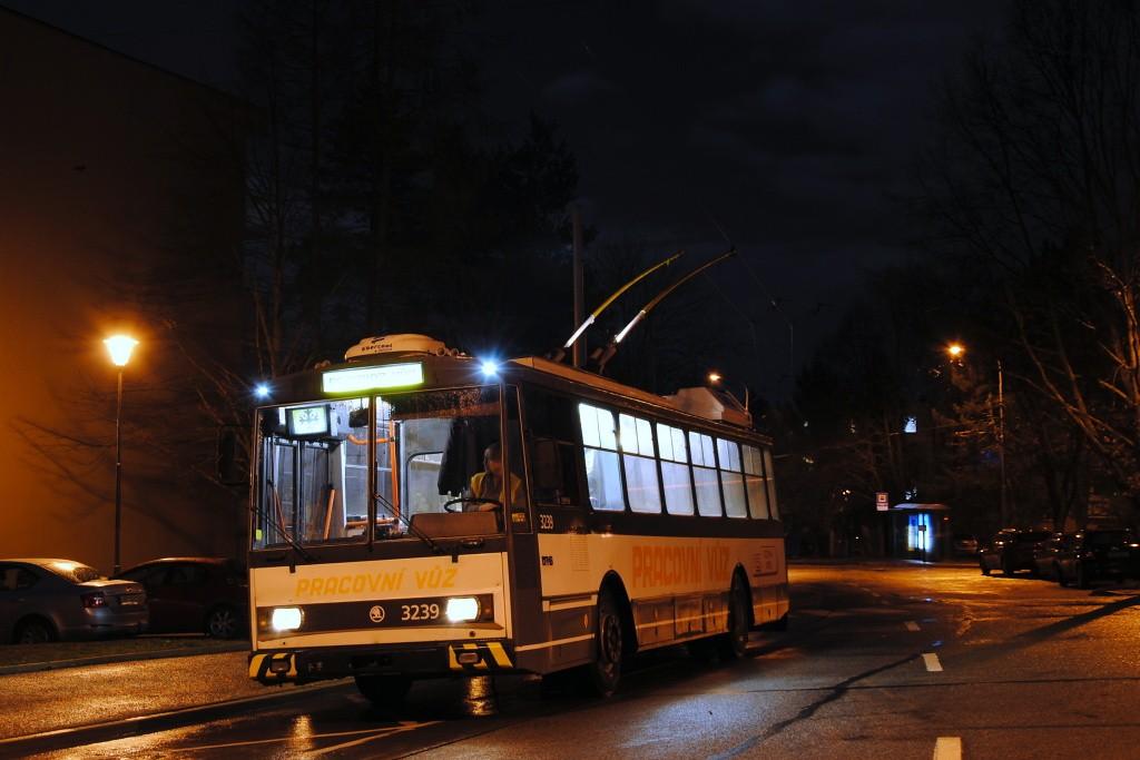 Fotogalerie » Škoda 14Tr10/6 3239 | Brno | Komín | Řezáčova | Řezáčova