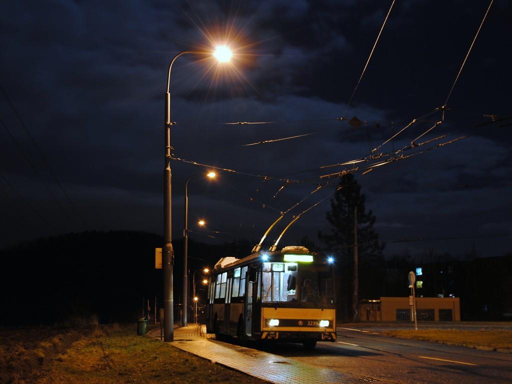 Fotogalerie » Škoda 14Tr10/6 3239 | Brno | Komín | Řezáčova | Komín, sídliště