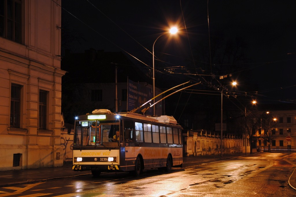 Fotogalerie » Škoda 14Tr10/6 3239 | Brno | Staré Brno | Mendlovo náměstí | Mendlovo náměstí