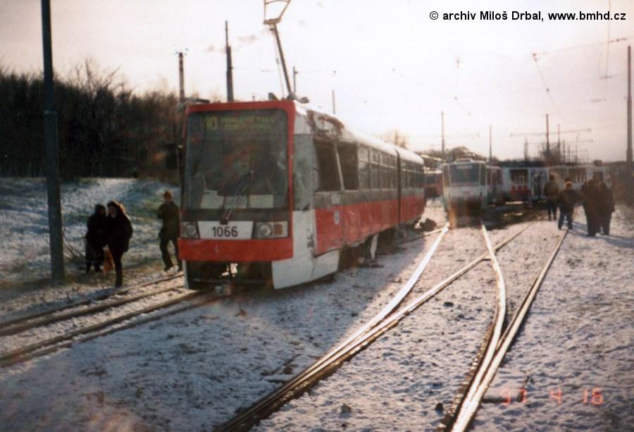 Fotogalerie » ČKD Tatra K2R 1066 | ČKD Tatra KT8D5 1708 | Brno | Juliánov | Ostravská