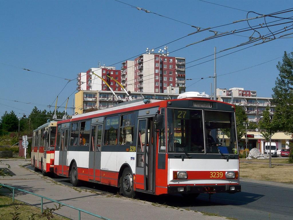 Fotogalerie » Škoda 14Tr10/6 3239 | Brno | Vinohrady | Pálavské náměstí | Pálavské náměstí