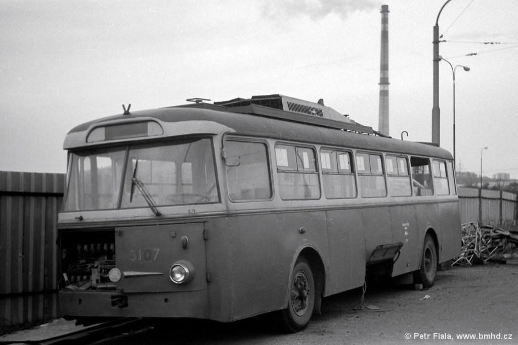 Fotogalerie » Škoda 9TrH25 3107 | Brno | Vozovna Slatina