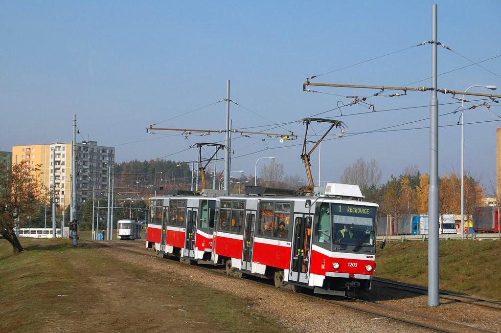 Fotogalerie » ČKD DS T6A5 1203 | ČKD DS T6A5 1204 | Brno | Bystrc | Vejrostova