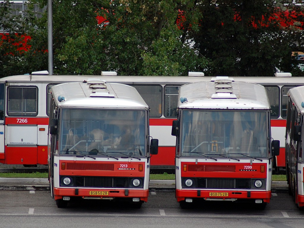Fotogalerie » Karosa B732.20 BSB 50-28 7213 | Karosa B732.1652 BSB 75-28 7299 | Brno | Slatina | Hviezdoslavova | Vozovna Slatina