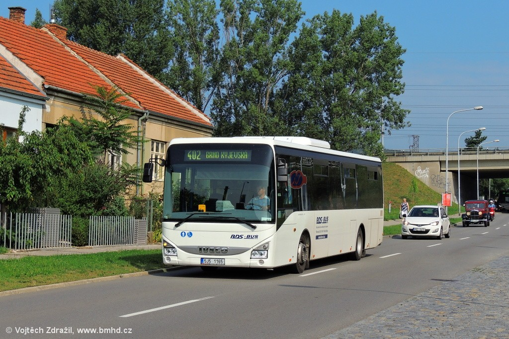 Fotogalerie » Iveco Crossway LE LINE 12M 5J5 1165 | Brno | Starý Lískovec | Jemelkova