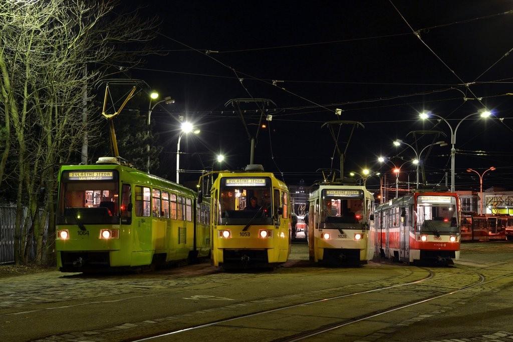 Fotogalerie » ČKD Tatra K2R 1064 | ČKD Tatra K2R 1053 | ČKD Tatra K2R 1028 | ČKD Tatra K2R 1066 | Brno | vozovna Pisárky