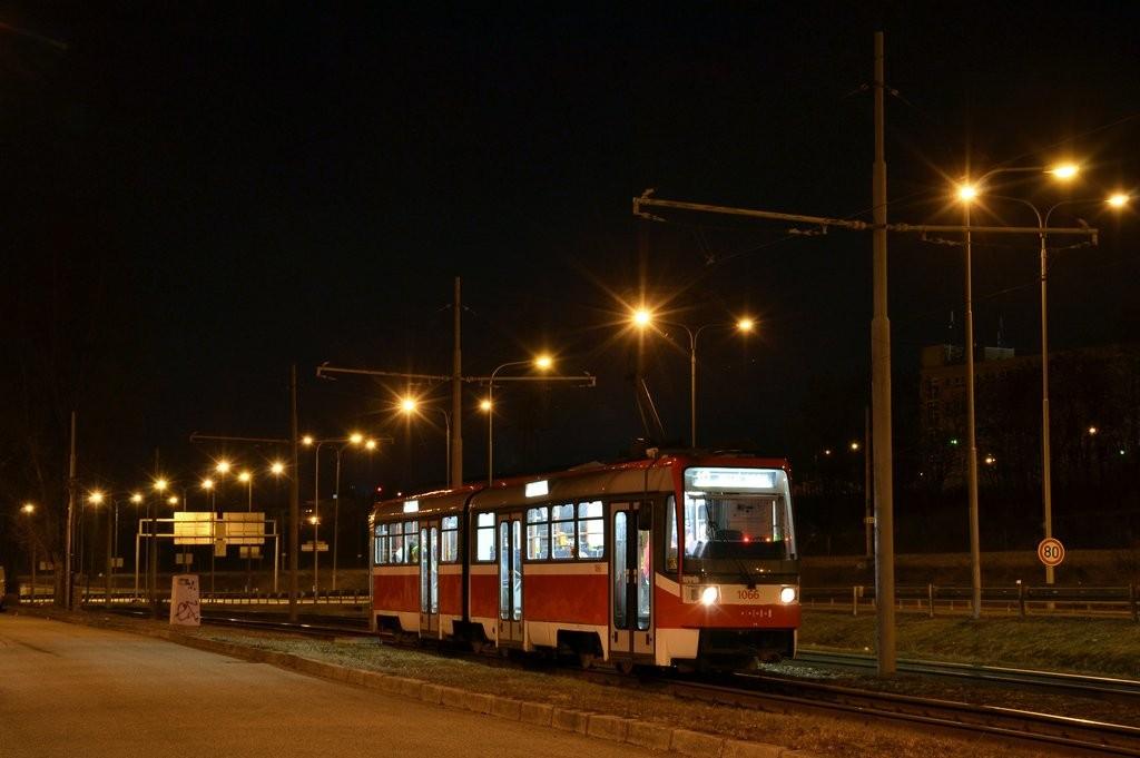 Fotogalerie » ČKD Tatra K2R 1066 | Brno | Juliánov | Pod sídlištěm