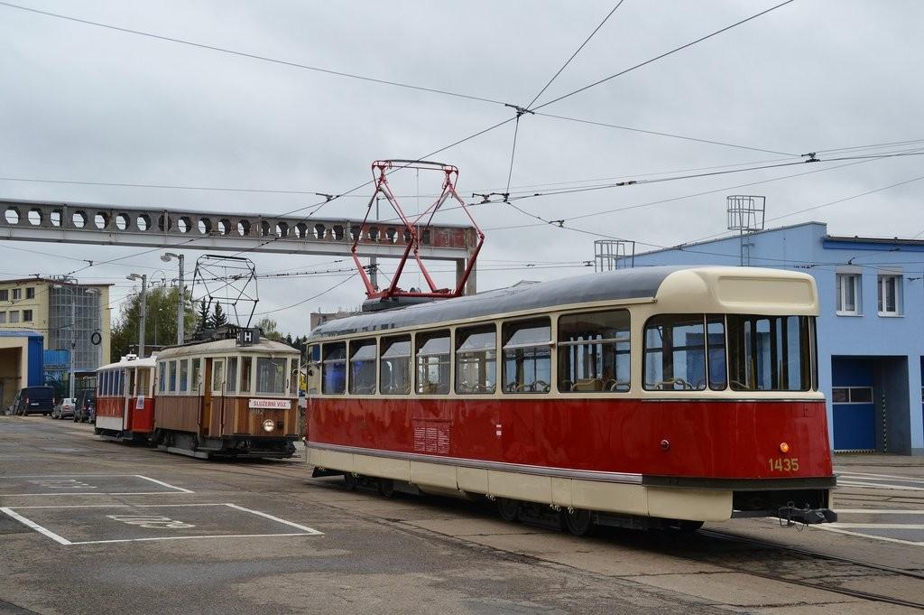 Fotogalerie » Tatra T2 1435   KPS Brno mv6.3 107   Ringhoffer vv2.ringh 215   Brno   vozovna Medlánky
