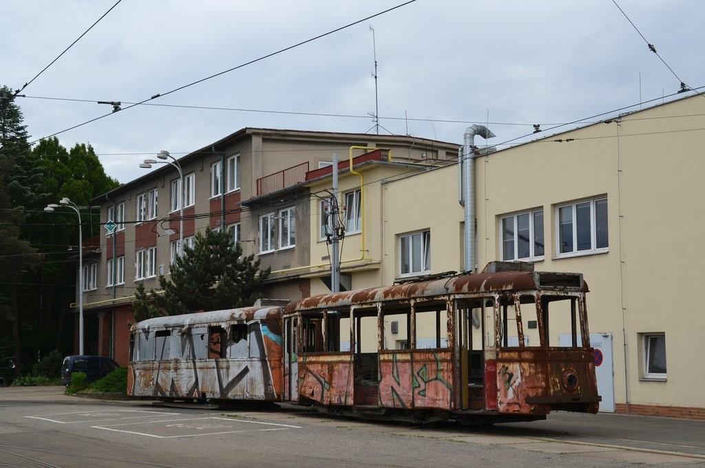 Fotogalerie » KPS Brno 4MT2 134 | KPS Brno vv4 313 | Brno | vozovna Medlánky